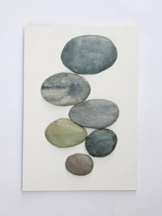 河原の丸い石