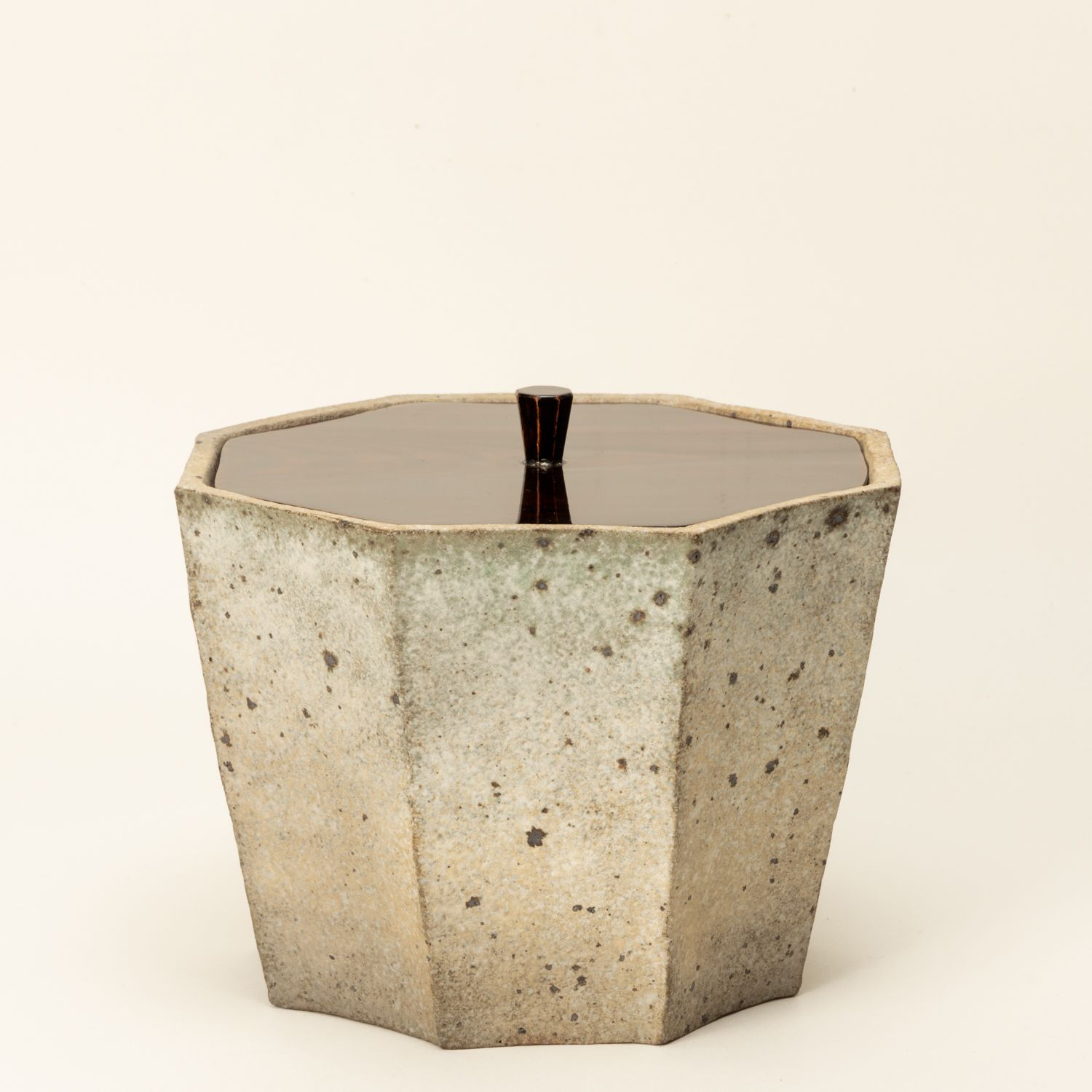 "Carbonized octagonal ""Mizusashi"" (a fresh water container for tea ceremonies)"