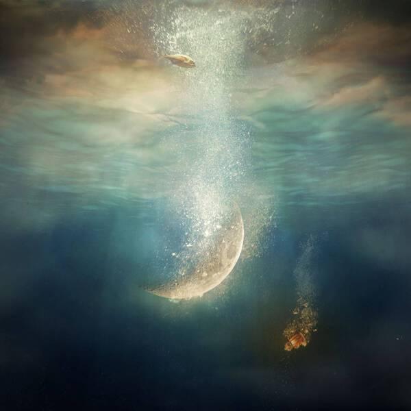 Moon_Sinking