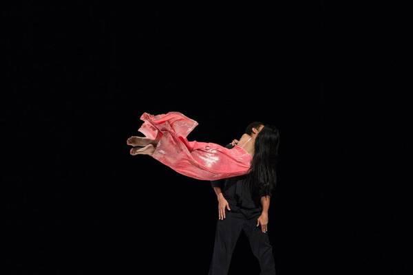 ...como el musguito en la piedra, ay si, si, si... - a piece by Pina Bausch, with Ditta Miranda Jasifi and Jonathan Fredrickson