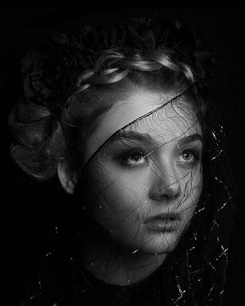 La Femme Noir Veil of Innocence