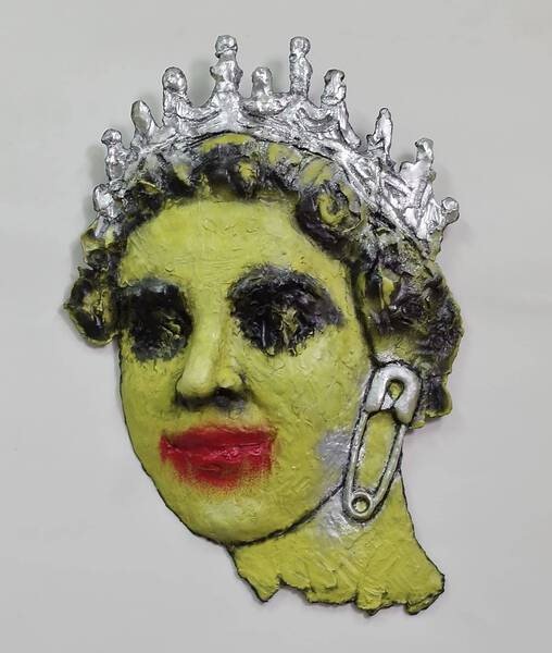 QUEEN (SAFETY-PIN/ Yellow)